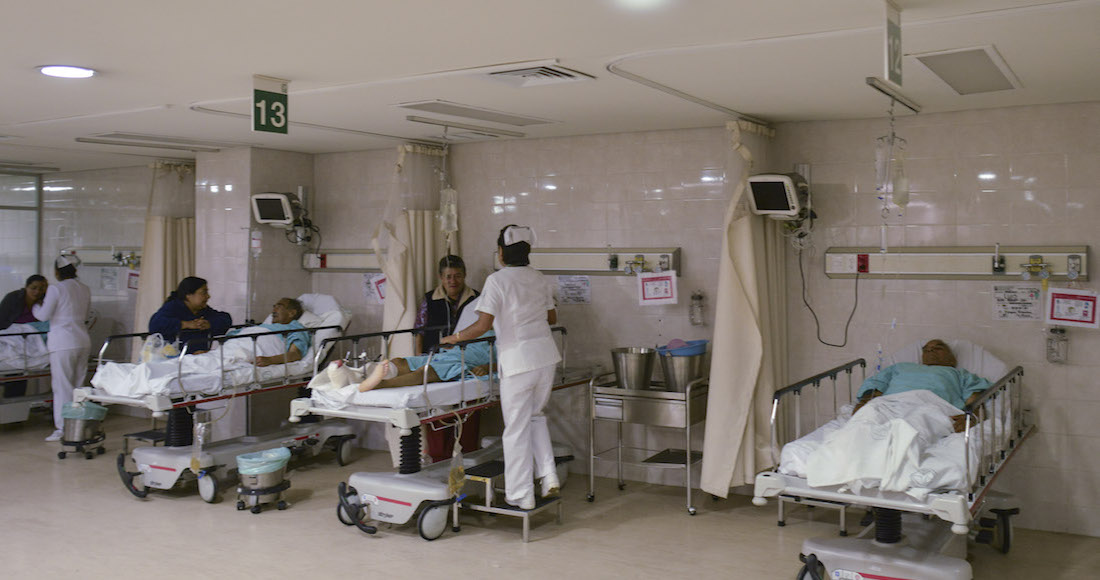 """CIUDAD DE MÉXICO, 06MAYO2016.- Instalaciones del Hospital General No. 2 Villa Coapa del Instituto Mexicano del Seguro Social (IMSS). Autoridades del instituto realizaron el """"Programa de Uso de Quirófanos los Fines de Semana"""", que tiene como propósito la realización de por lo menos 160 intervenciones quirurgicas durante los fines de semana en el area de ortopedia y traumatología a nivel nacional.  FOTO: ADOLFO VLADIMIR /CUARTOSCURO.COM"""