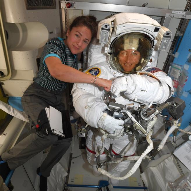 Koch y Meir se convertirán en las primeras astronautas en realizar una caminata espacial solo de mujeres.