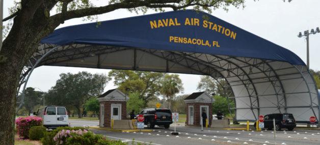 La base naval de Pensacola emplea a más de 16 mil militares y 7 mil 400 civiles, según su sitio web