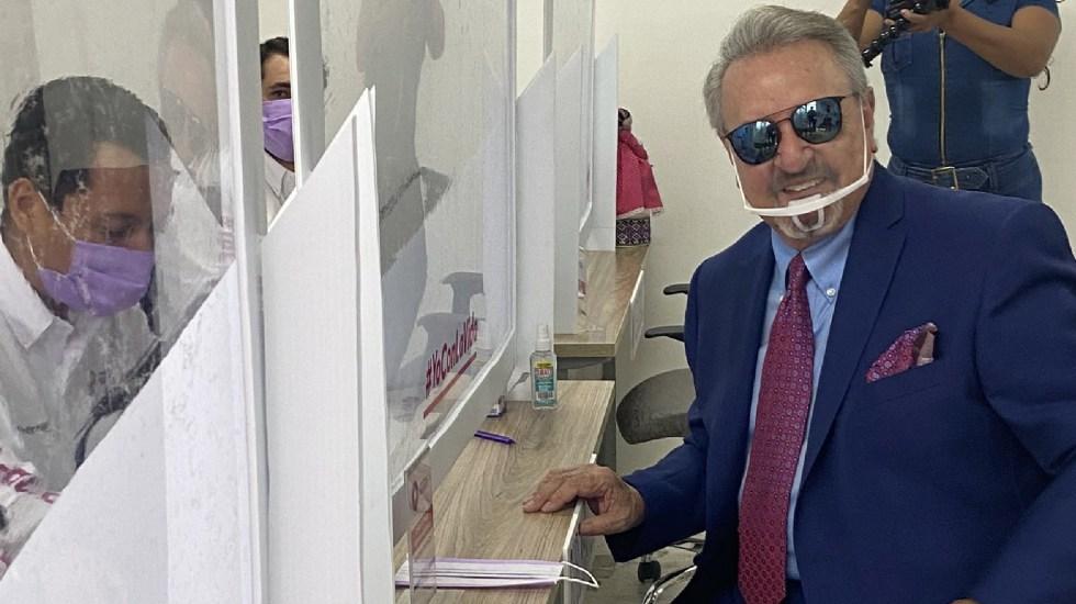 Carlos Villagrán 'Kiko' se registra como candidato a gubernatura y alcaldía de Querétaro - Carlos Villagrán 'Kiko' se registra como candidato a la gubernatura y a la alcaldía de Querétaro. Foto Twitter @SergioVenegasA